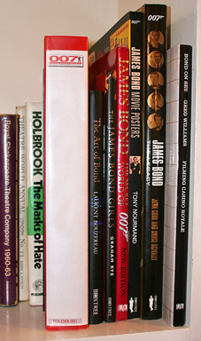 007 MAGAZINE OnLine folder on bookshelf