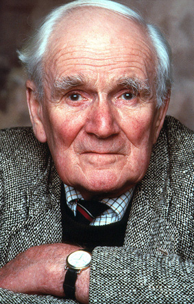 Desmond Llewelyn as Q in GoldenEye (1995)